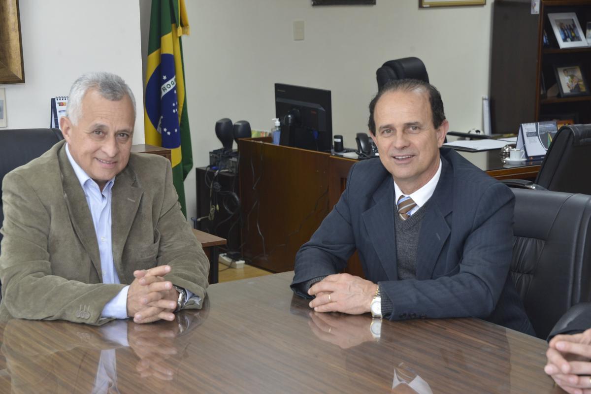 Conselheiro Marco Peixoto e prefeito Cettolin