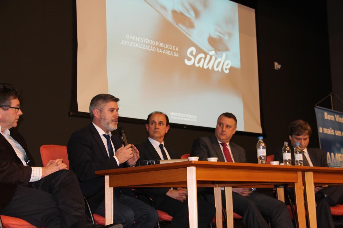Faccioli falou sobre a Judicialização da Saúde